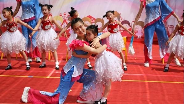 与爱相伴 快乐同行 ——济南市历下区第一实验幼儿园庆六一文艺汇演