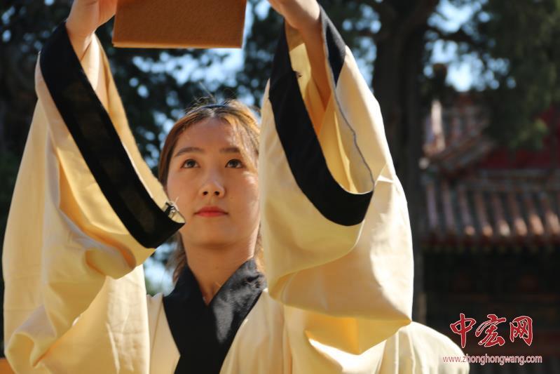今天,我们长大了 孔庙举行大学生成人礼