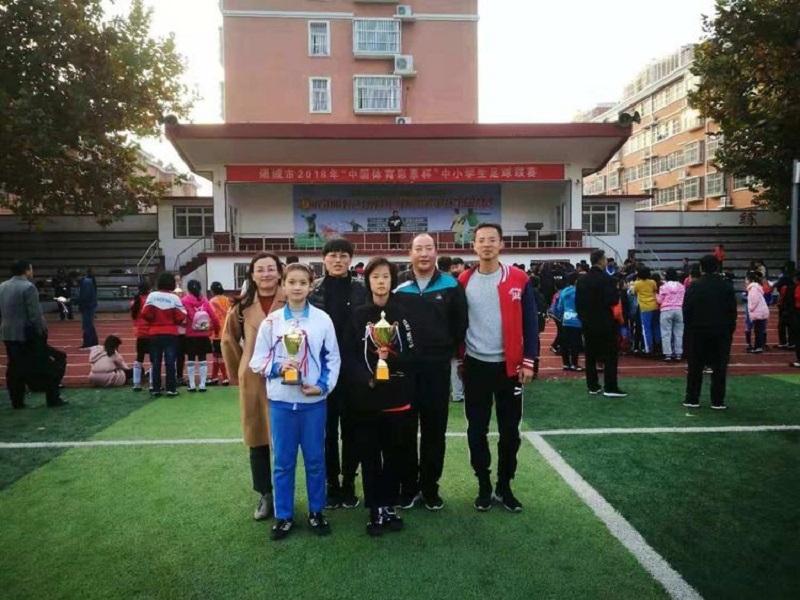 诸城市府前街小学足球小将:欢呼声和赞美声出自他们的脚下