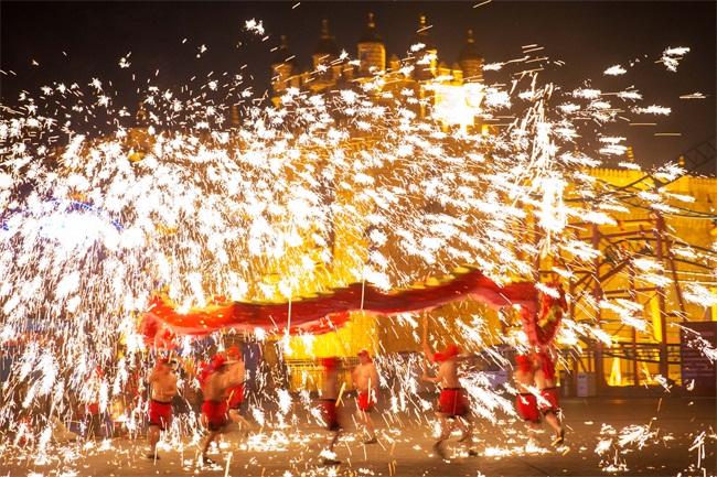 泉城欧乐堡炫彩新春不停歇 正月二十之前都是年