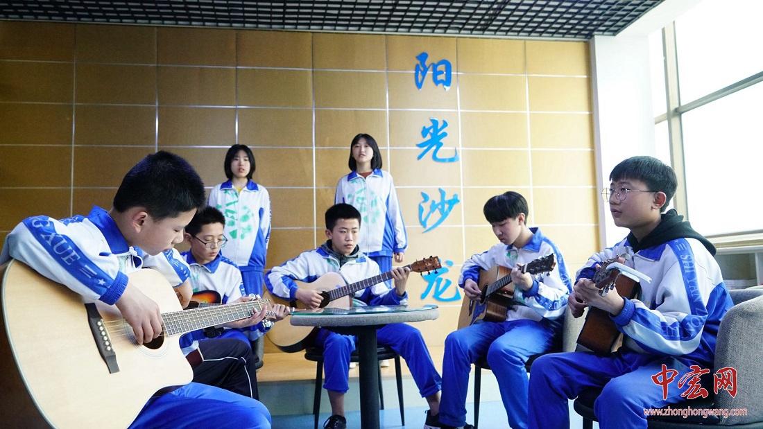 海南三亚市教育专家学习考察长清教育集团化高质量办学