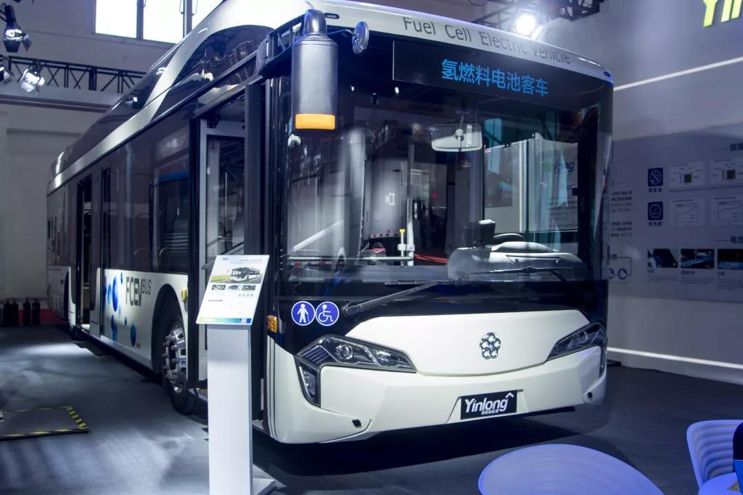 创新引领未来 银隆全新一代产品亮相道路运输展