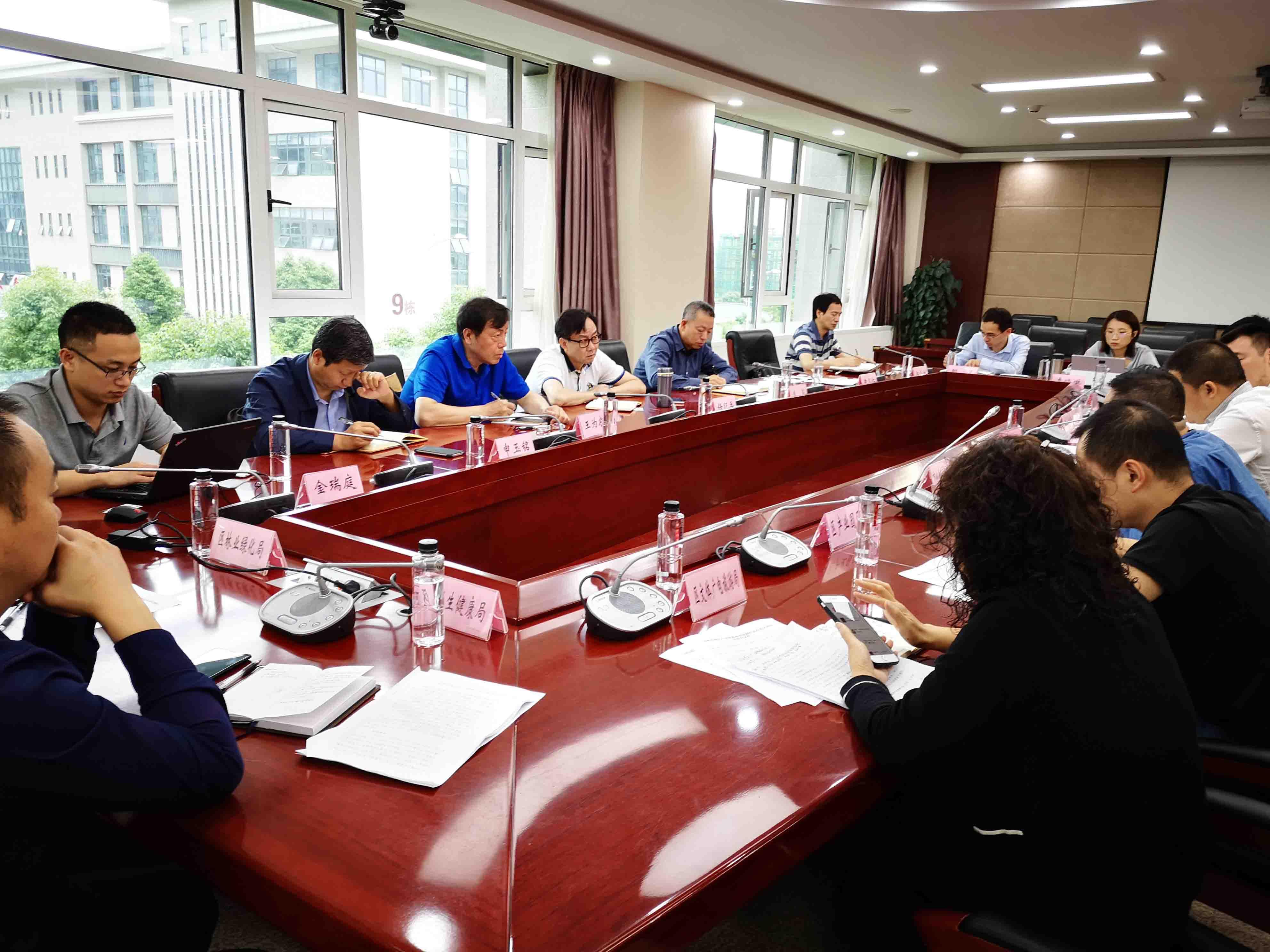 国家发改委宏观经济管理编辑部课题组深入贵州安顺调研