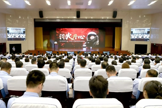 全国人民满意的公务员、公安系统一级英模张保国先进事迹报告会在济南举行
