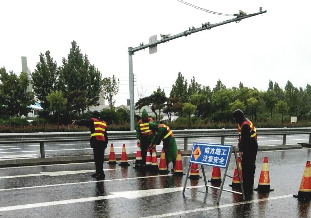 台风期间,公路水运工程停工项目797个;全省停运道路班线客运3081条,11688班次