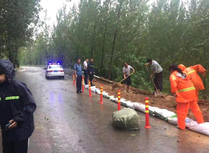 据初步统计,全省普通国省道水毁路段77处,桥梁7座;农村公路水毁约330公里、773处,桥梁128座,涵洞159道。