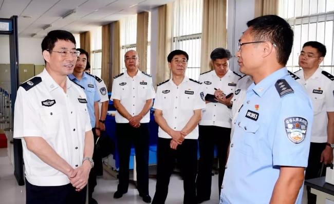 范华平到山东警察学院调研公安教育工作慰问教职工