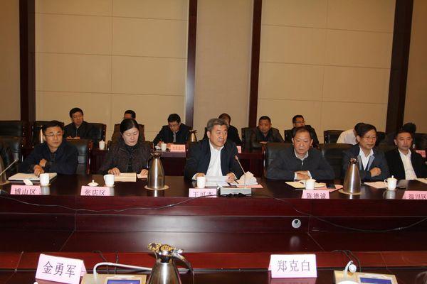 淄博市五十二个政府部门接受二百多位企业家现场评议