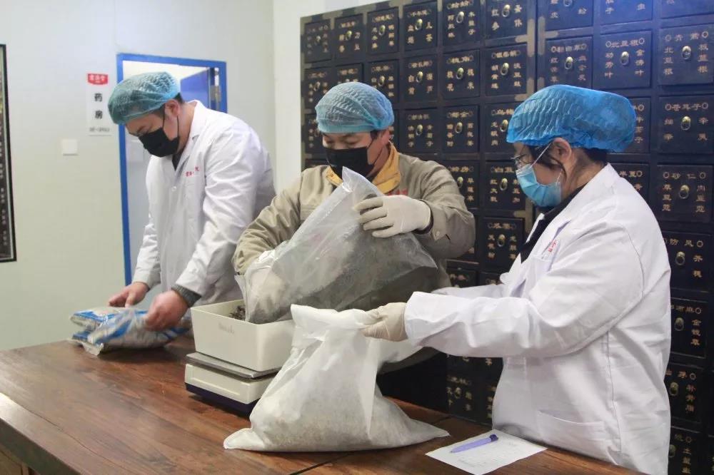 发挥中医药特色优势!宏济堂制药集团向疫情防控一线医务人员捐赠防疫药品