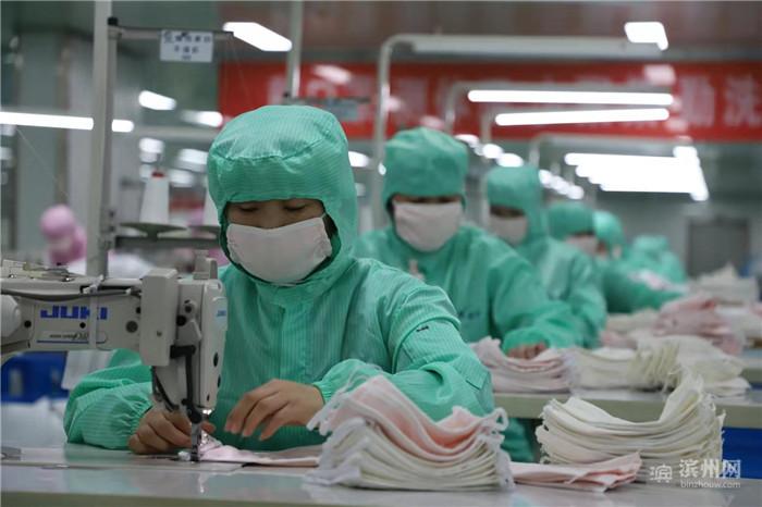 缝制生产线紧急改为防护服、口罩生产线!愉悦家纺开足马力24小时生产