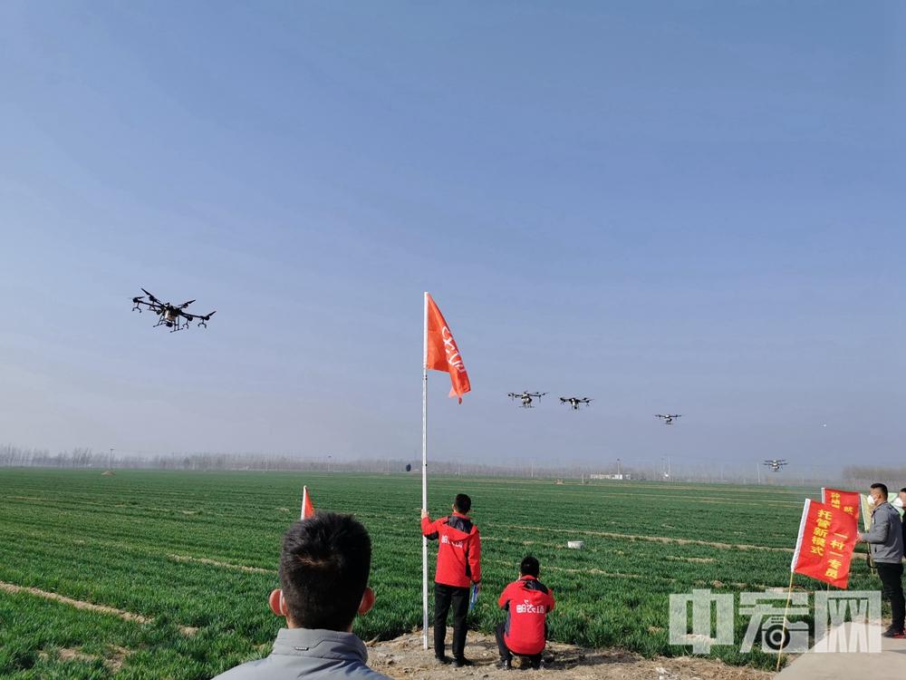20200311十一架无人机同时起飞,在技术人员的操控下稳定前行 (5).jpg