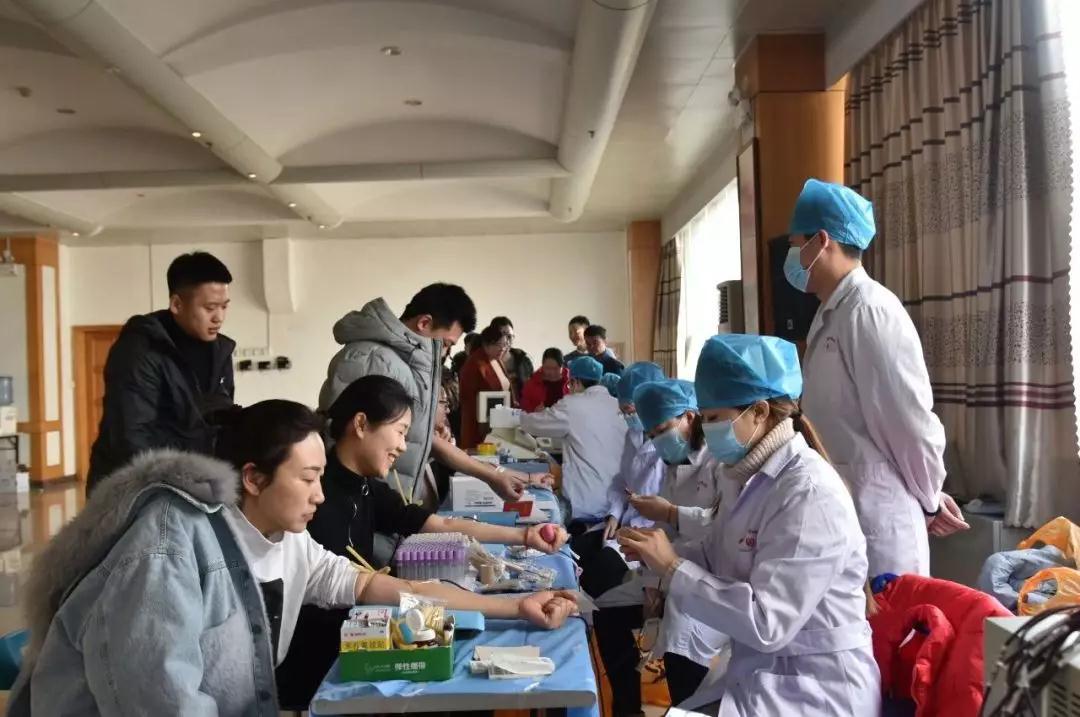 诸城市为15名战疫一线医务人员提供信用激励大餐