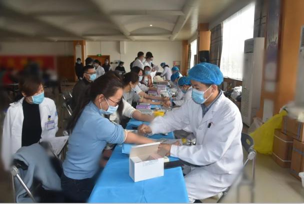 诸城市人民医院183名医务人员撸袖献血5.81万毫升获信用激励
