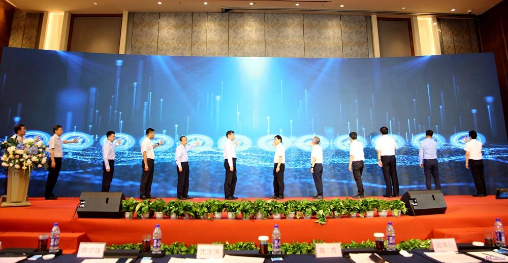 """山东省""""5G产业联盟""""和""""智慧灯杆联盟""""正式成立"""