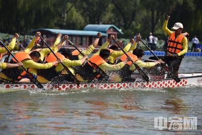大明湖上赛龙舟!济南国际泉水节龙舟赛隆重开幕