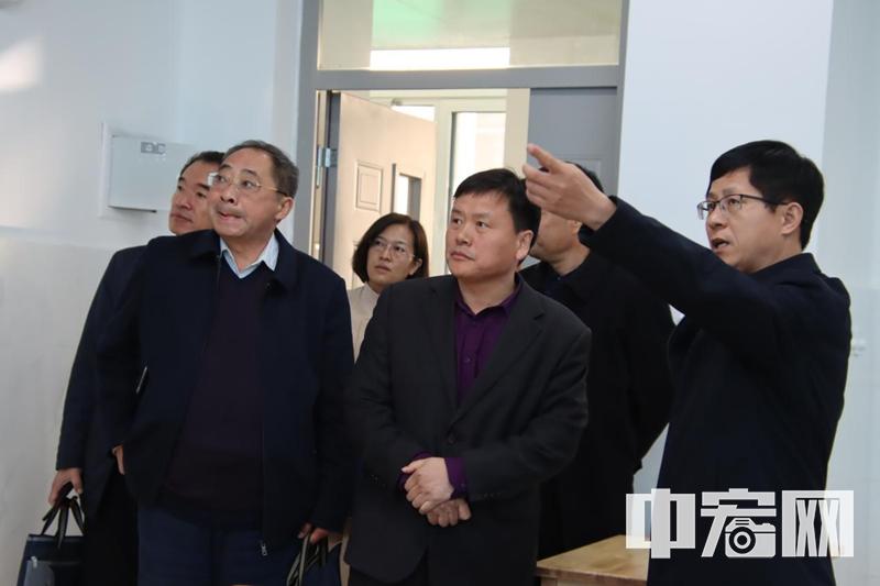 阳信县教体局党组书记刘兆忠走进阳信二中调研高中教育