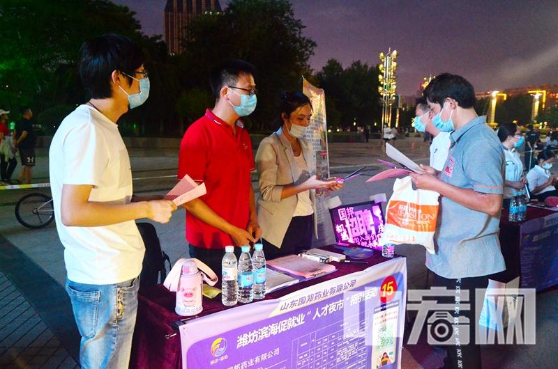 """图片2:潍坊市滨海高新区""""人才夜市""""活动现场.jpg"""