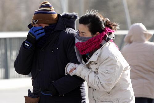大风降温来袭 山东大部分地区最高气温下降超10℃
