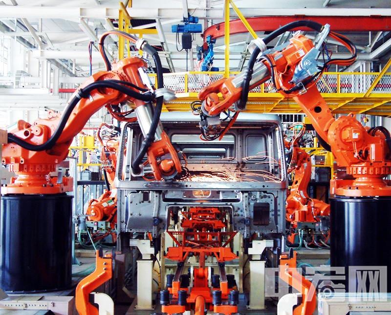 中国重汽卡车公司车身机器人焊装线.JPG