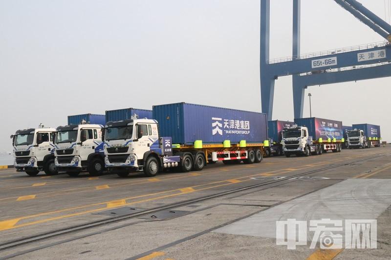 中国重汽L4级无人驾驶电动集卡.JPG