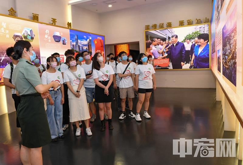 照片3:港澳台大学生参观济南战役纪念馆.jpg